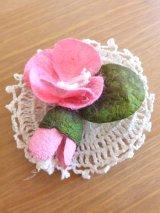 オデミシュ|コザ(蚕のまゆ)のシルクブローチ:ピンク+つぼみ:2