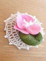 オデミシュ|コザ(蚕のまゆ)のシルクブローチ:ピンク