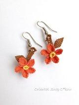 シルクイーネオヤピアス|ぶらさがり小花|コーラルオレンジ