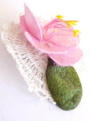 画像4: オデミシュ コザ(蚕のまゆ)のシルクブローチ:ベビーピンク