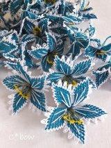 手作りアクセに☆シルク糸:イーネオヤ単体|大きな花|ピーコックブルー×ホワイト