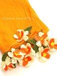 画像2: 手編みのお花☆細長スカーフ|オレンジ×ホワイト (2)