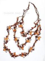 天然石とオヤの3連ネックレス|コーラルオレンジすみれ
