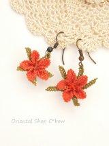 シルクイーネオヤピアス|小花|釣り下がり|コーラルオレンジ