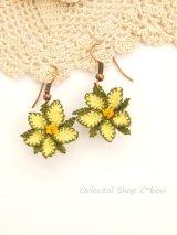 シルクイーネオヤピアス|小花|釣り下がり|イエローグリーン