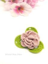バラの小さいブローチ|人工シルク糸|アンティークローズ