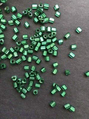 画像2: 三角ビーズ グリーン・シルバーライン 2.5mm 10g