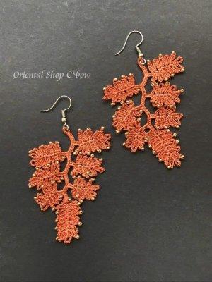 画像2: ボンジュックオヤピアス ゆらゆらシダの葉 コーラルオレンジ