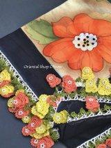 バルッケシル:大判トゥーオヤスカーフ|ブラック・コーラルイエロー薔薇