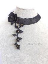 シルクイーネオヤネックレス|黒のバラ・小花付きのチョーカー