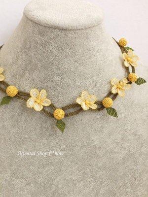 画像1: シルクイーネオヤネックレス|小花と木の実|クリームイエロー系